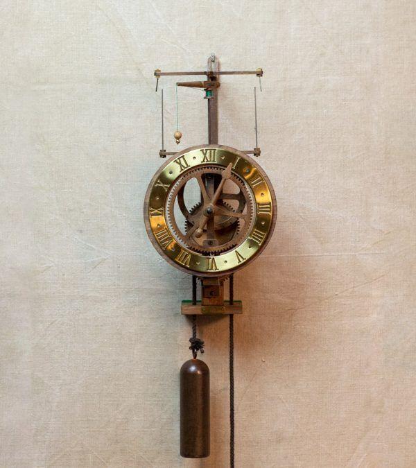 Ignatz Oro-Reloj centrífugo de pared dorado-Ardavín Relojes Siglo XV