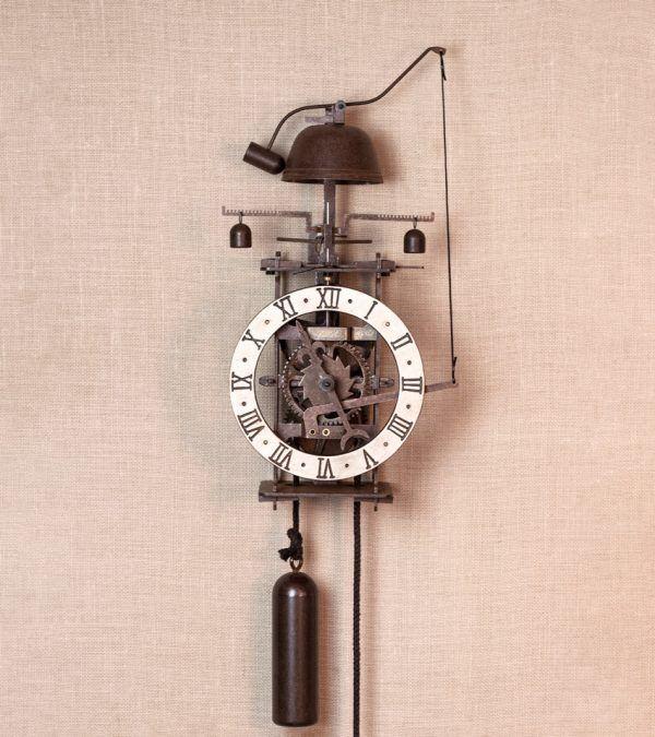 Vesperae Blanco - reloj de pared campana | Ardavín Relojes Medievales