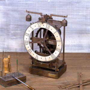 Immanuel Blanco - Reloj de mesa de hierro antiguo - Ardavín Relojes Siglo XV